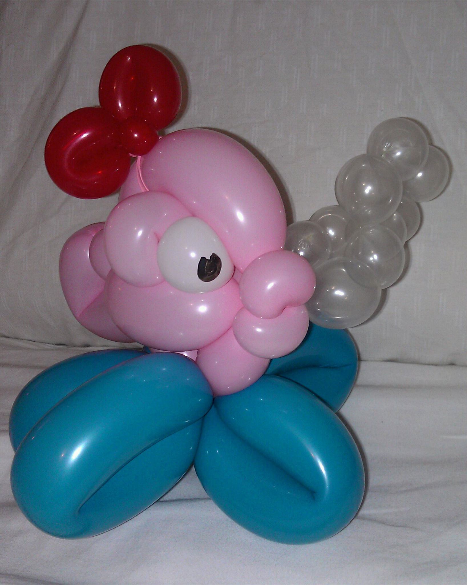 Rosie O Entertainment - Balloon Twisted Fish with bubbles